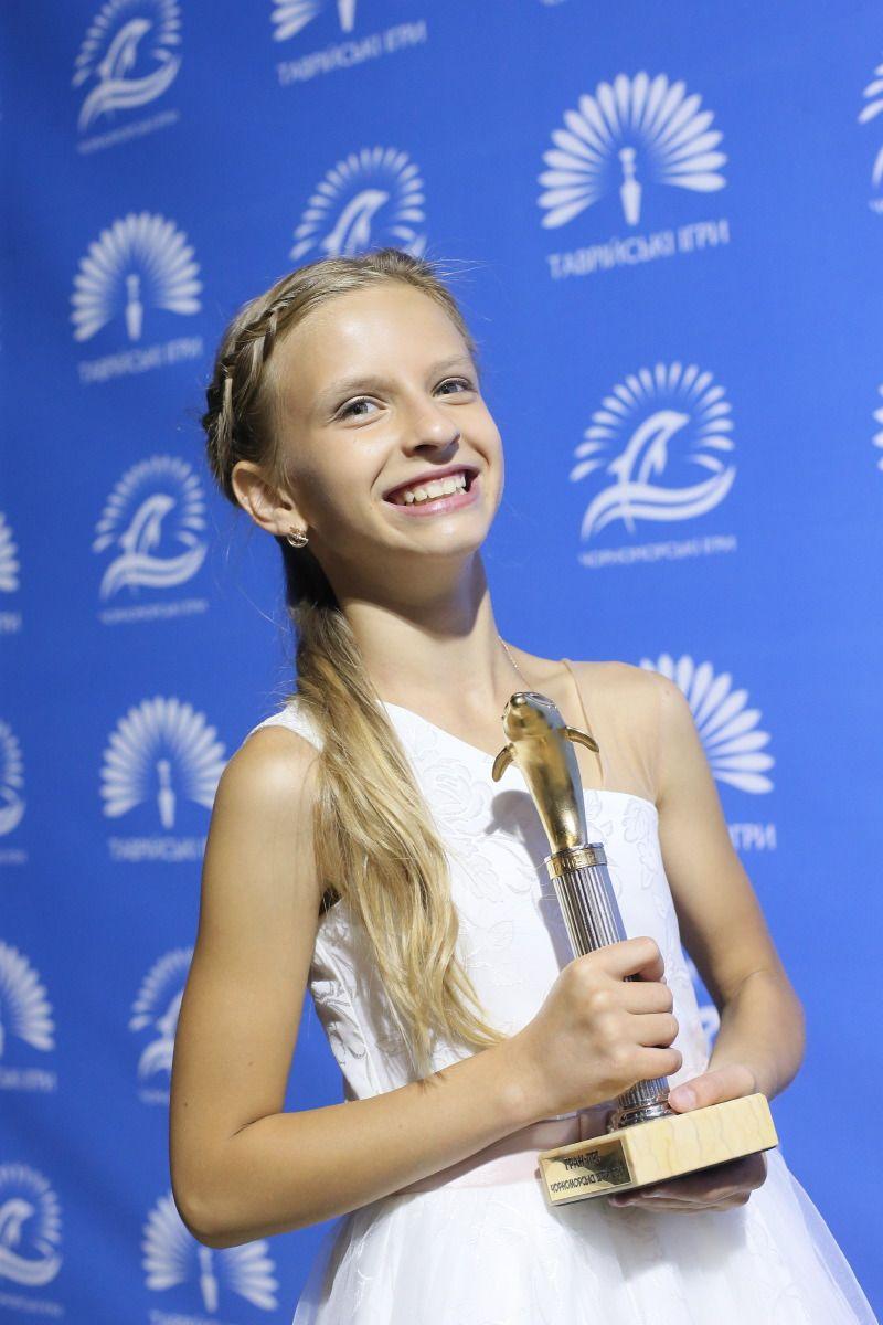 По результатам голосования всех членов жюри высшую награду фестиваля - Гран-при вокального конкурса получила Елизавета Волощенко (11 лет, м. Херсон), которая покорила всех своим необычным голосом и самобытной энергетикой.