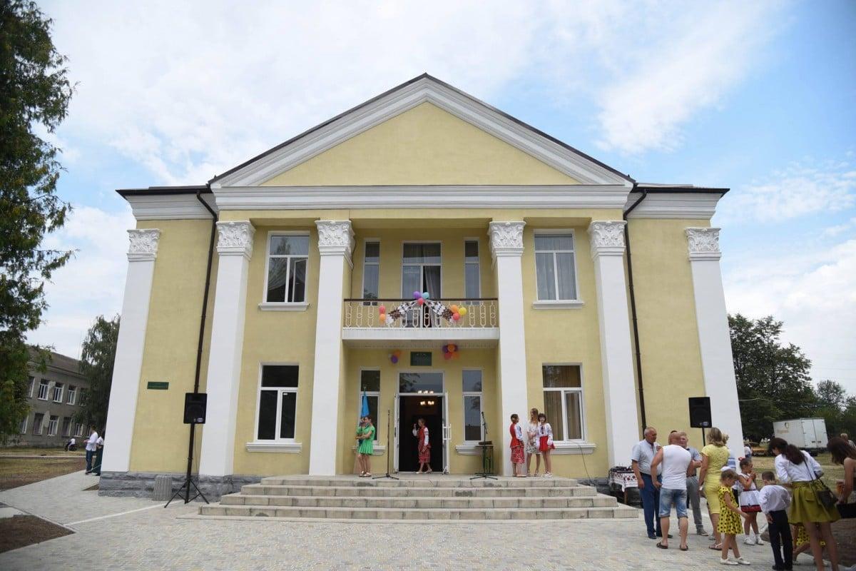 На Тернопільщині відкрили відремонтований будинок культури / фото УНІАН