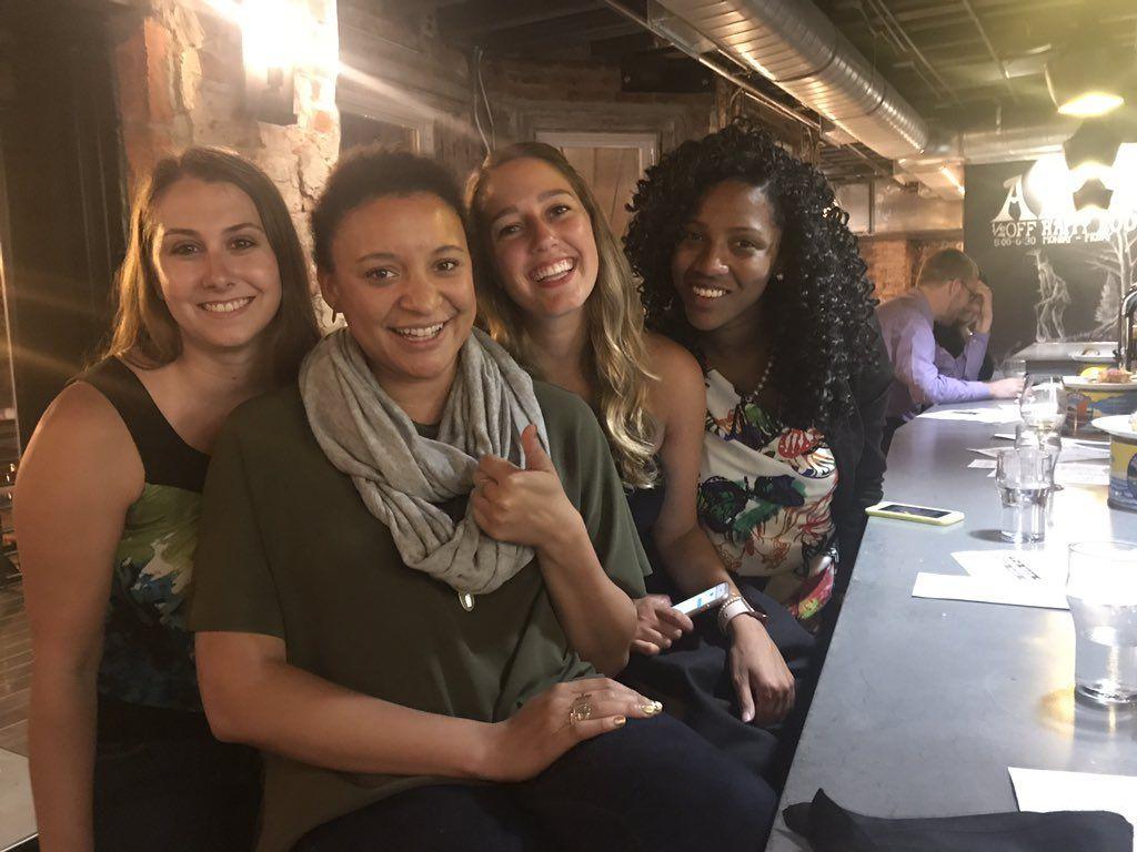 Дівчата за підсумками вечора подружилися / фото twitter.com/LisettePylant