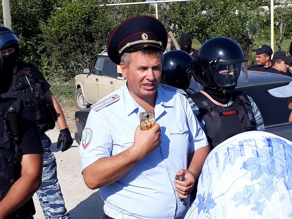 Представители оккупационных властей во время очередного обыска / фото Alimdar Crimean Solidarity, Facebook