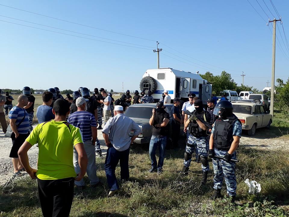 Російські силовики влаштували нові обшуки у кримських татар / Ілюстрація - фото Alimdar Crimean Solidarity, Facebook