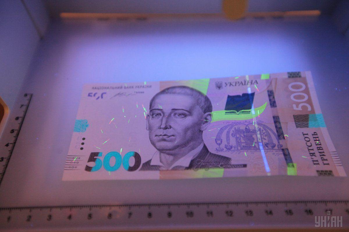 Покупець розрахувався за товар 500-гривневою купюрою / фото УНІАН