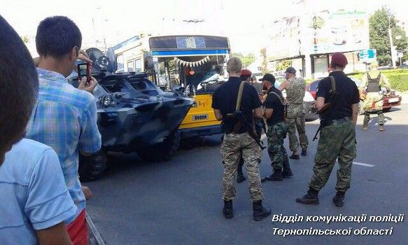 Столкновение троллейбуса и БРДМ / фото Нацполіція Тернопольской области