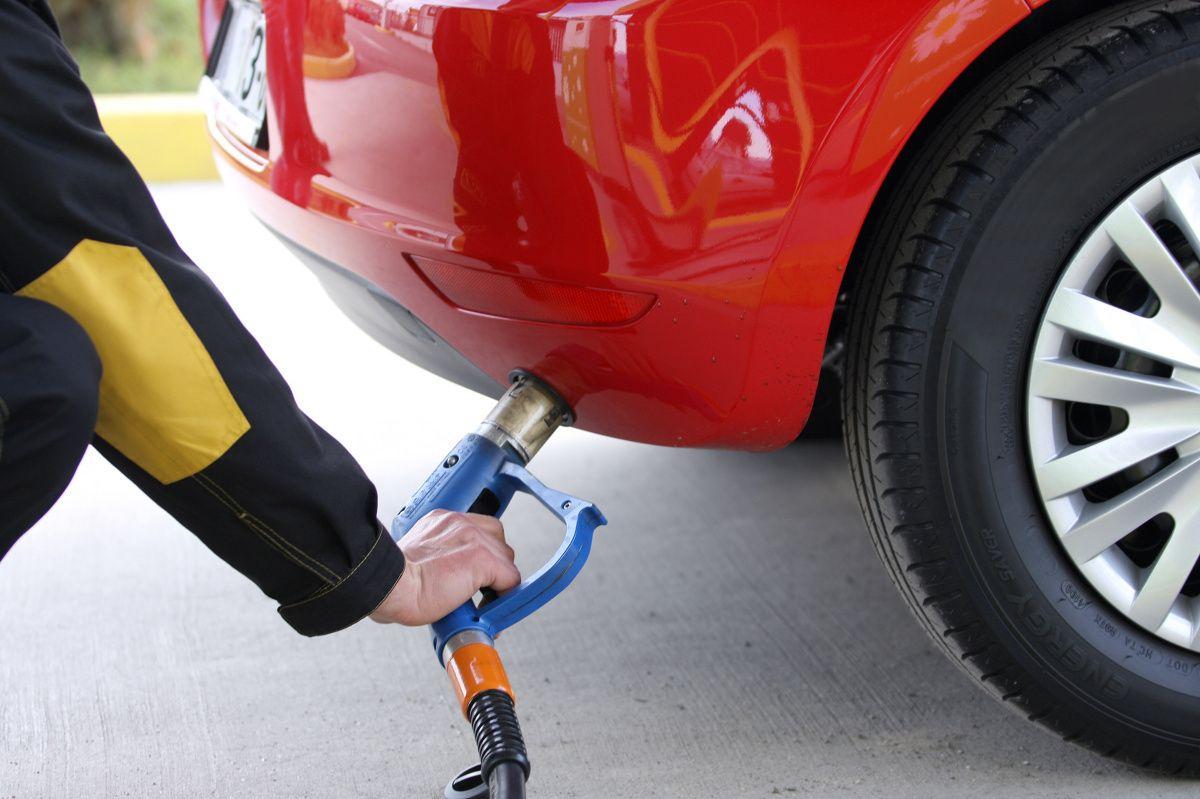 «Автотранс», «UPG», «Кворум» и «Овис»подняли цены на 10 коп./л./ фото autocentre.ua