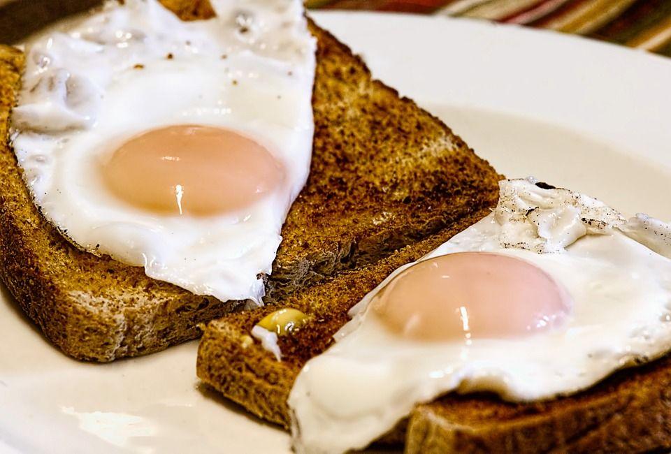 Дієтологи не рекомендують смажити яйця / фото pixabay.com