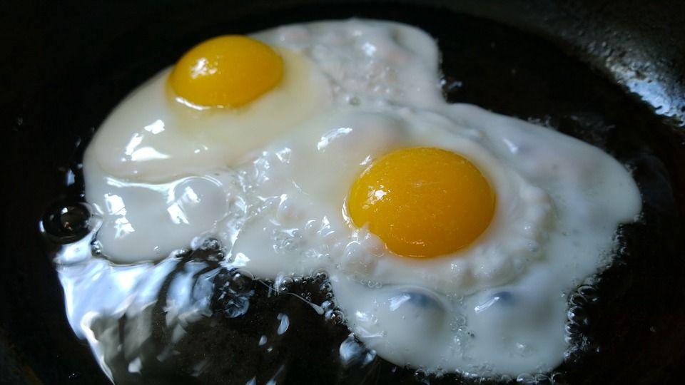 Стереотипний сніданок з яйцями - це не просто яйця: у ньому також є продукти з великою кількістю насичених жирів / фото pixabay.com