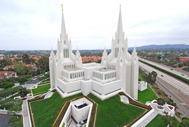 Фото: Каліфорнійський храм мормонів / lazytrip.ru