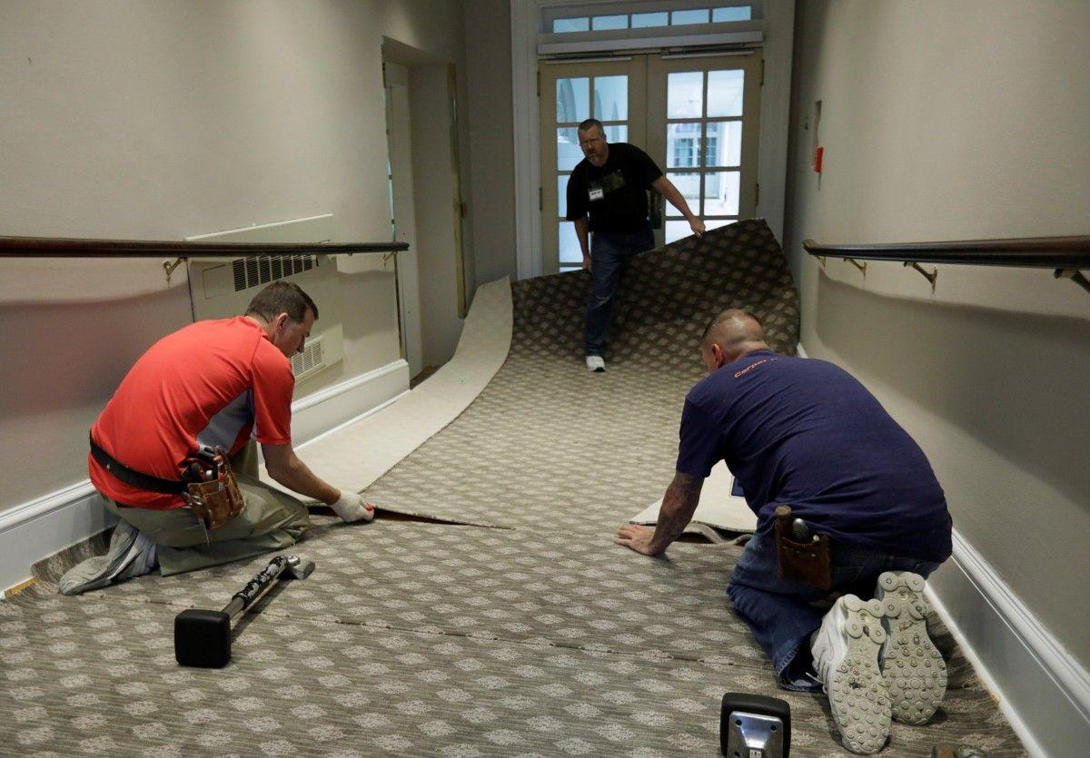 В Белом доме меняют ковровое покрытие / REUTERS