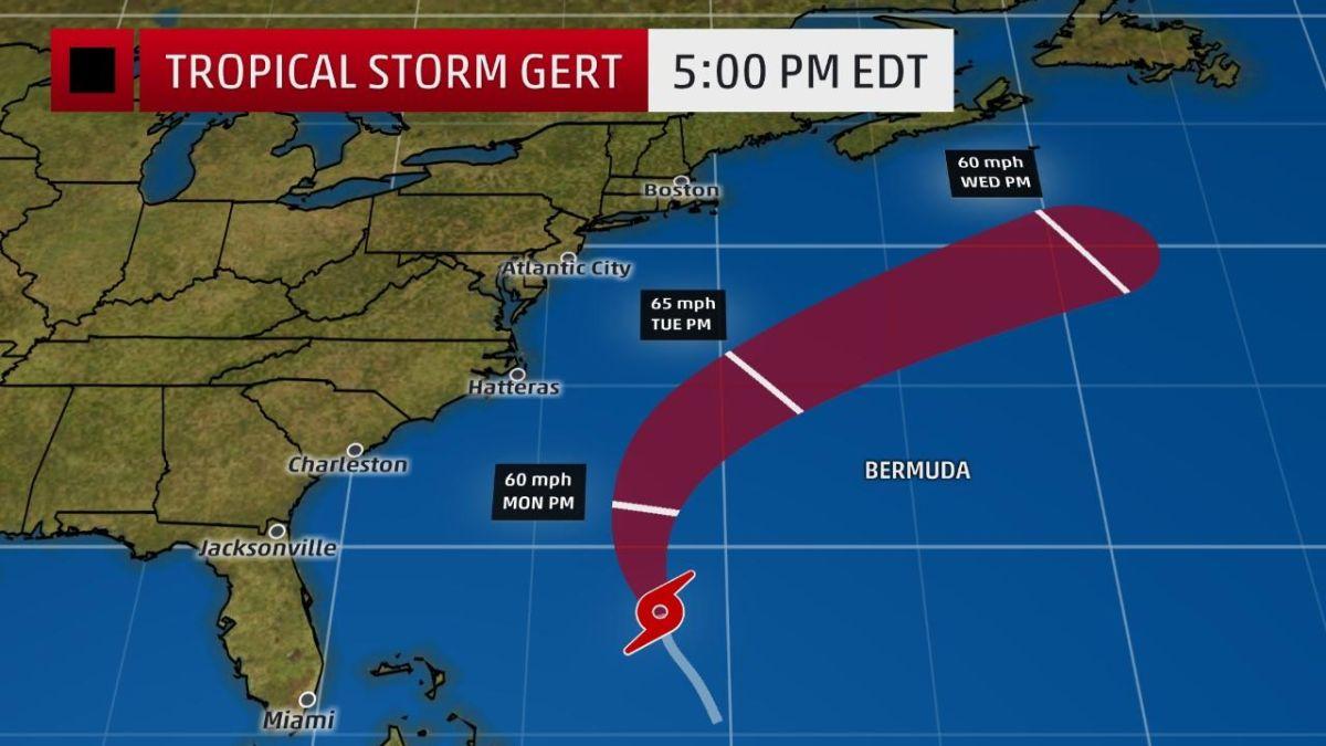 Циклон знаходиться приблизно в 800 км на північний захід від Бермудських островів / фото weather.com