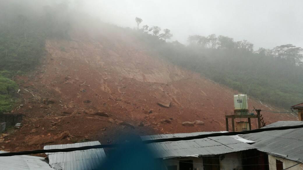 На околиці столиці Фрітаун пройшов руйнівний зсув / фото twitter.com/scccsierraleone
