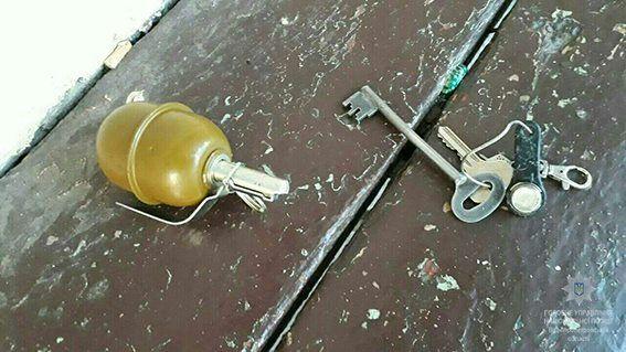 Мужчина заявил, что пистолет и гранату он нашел / Полиция Днепропетровской области