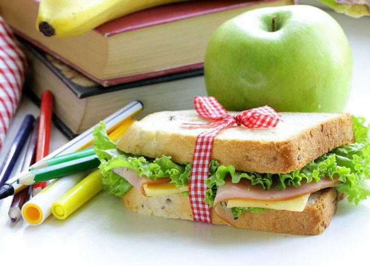Пища должна быть сбалансированной – правильное соотношение питательных веществ очень важно для здоровья детей / фото prostoest.ru