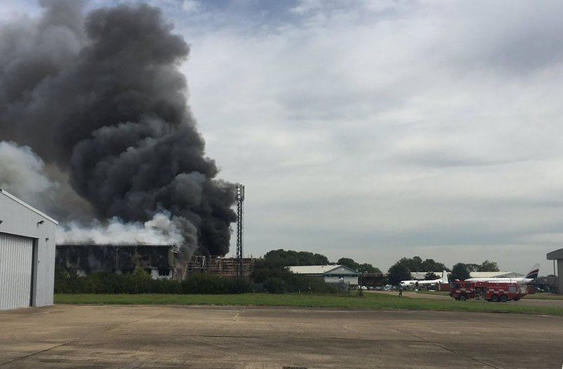 Hangar on fire by London Southend Airport runway / @airlivenet
