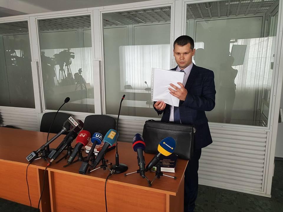 Судді пішли до кімнати для нарад для винесення рішення за клопотанням Мешечка / фото Newsone.ua