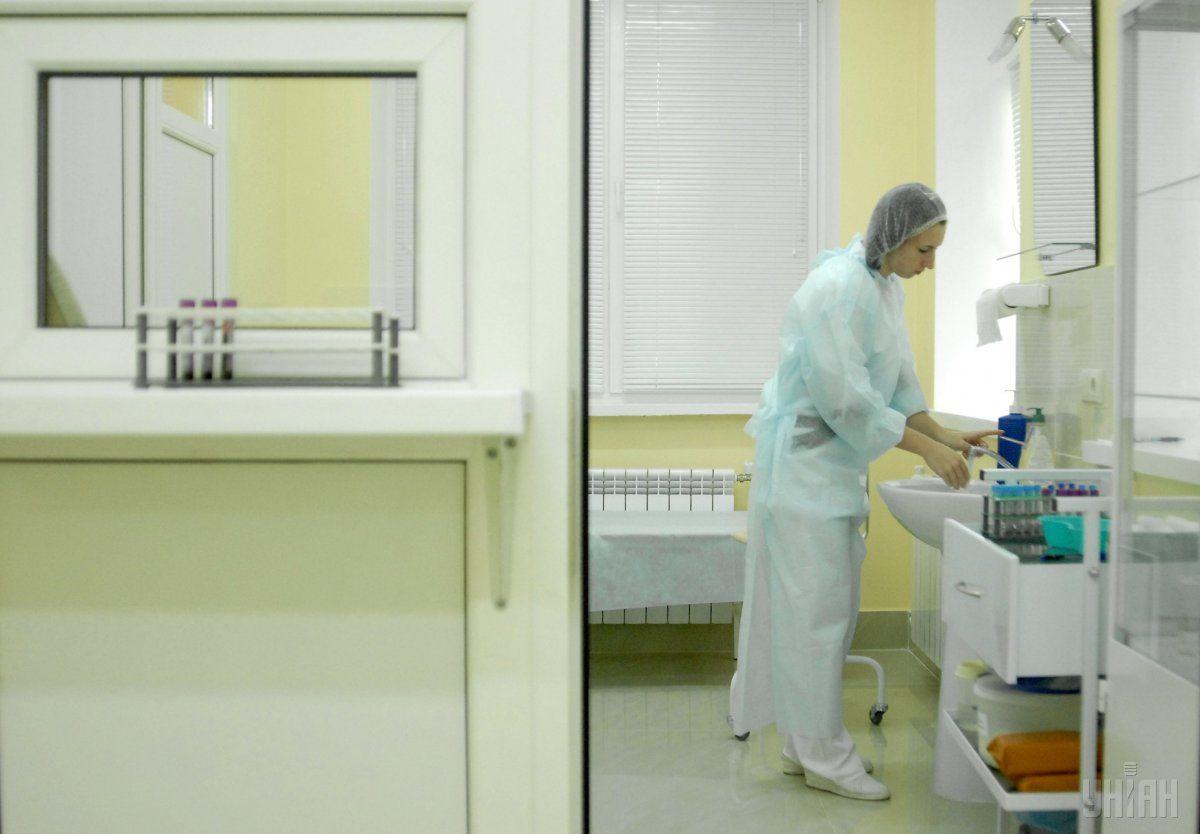 Быстрые тесты поступают в региональные департаменты здравоохранения / фото УНИАН