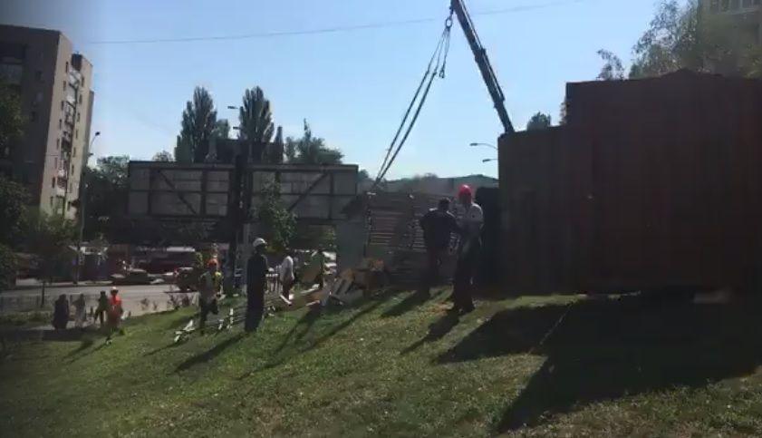 Волонтери б'ють на сполох та кажуть, що на місці скверу планують будівництво ТРЦ / скріншот