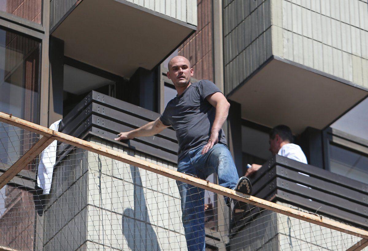 Чоловік погрожував стрибнути з третього поверху / фото УНІАН