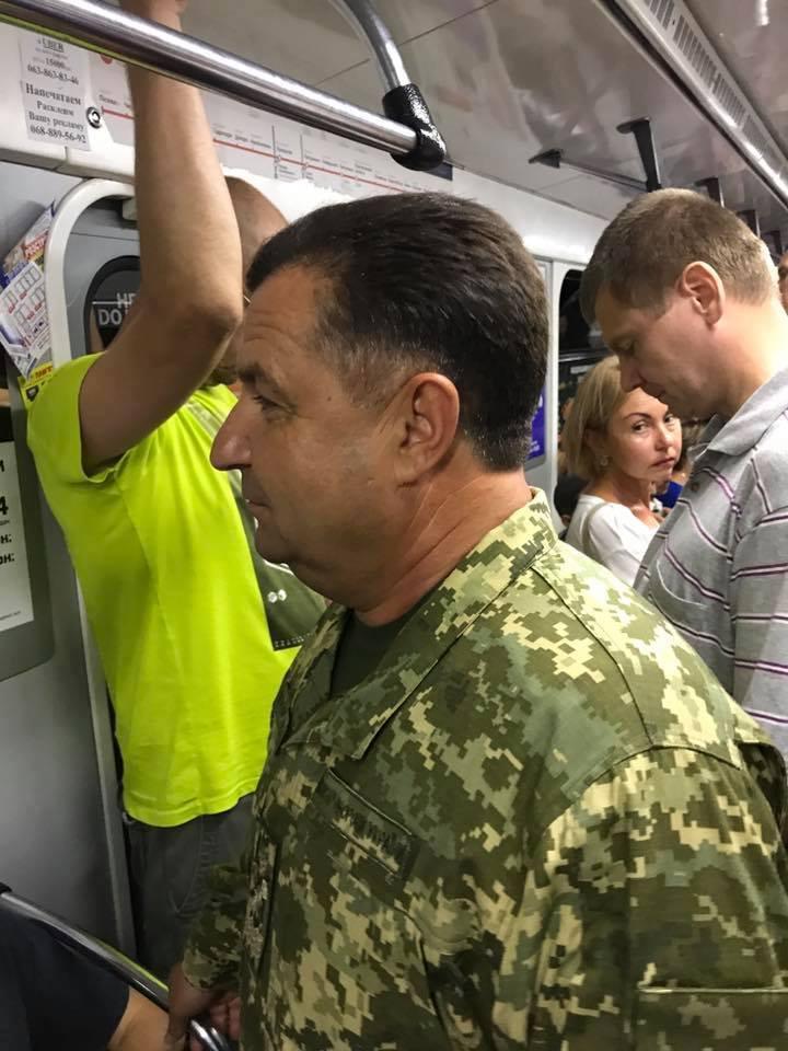 На Крещатике частично перекрывали движение / Киевский метрополитен