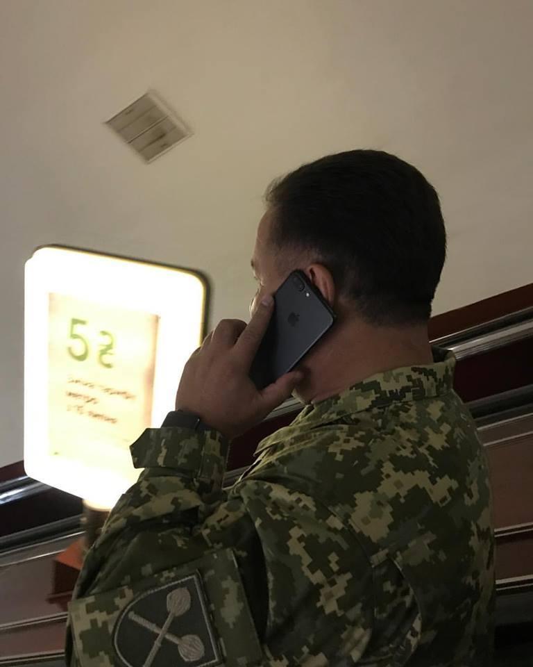 Степан Полторак в метро / Київський метрополітен