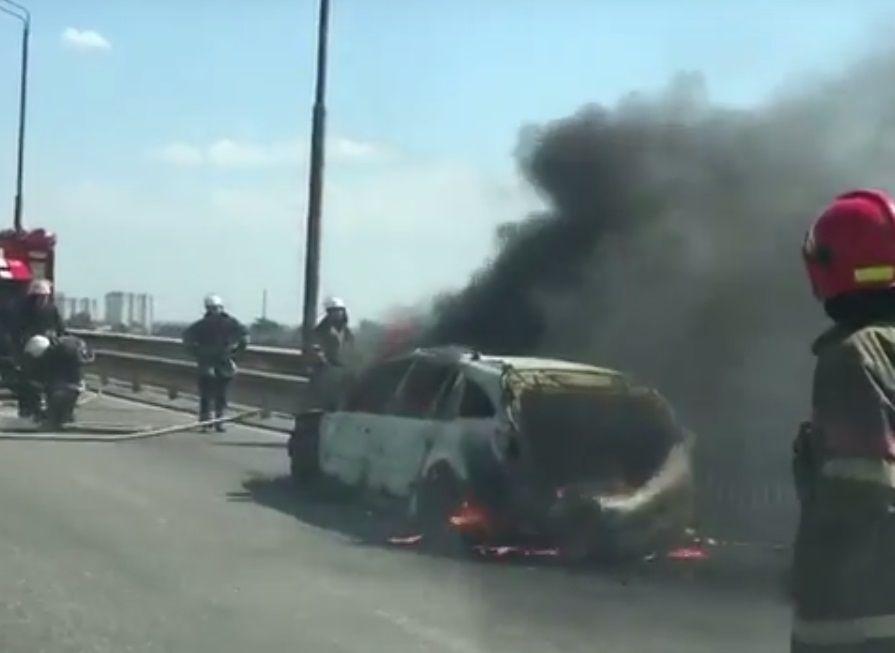 Рух транспорту у напрямку Лівого берегу ускладнений  / скріншот