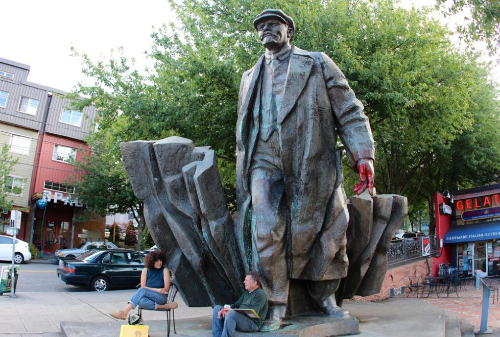 По мнению Мюррея, памятники олицетворяют собой