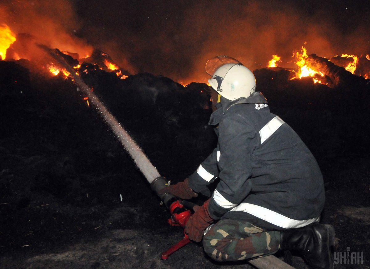 У Києві на авторинку сталася пожежа / фото УНІАН