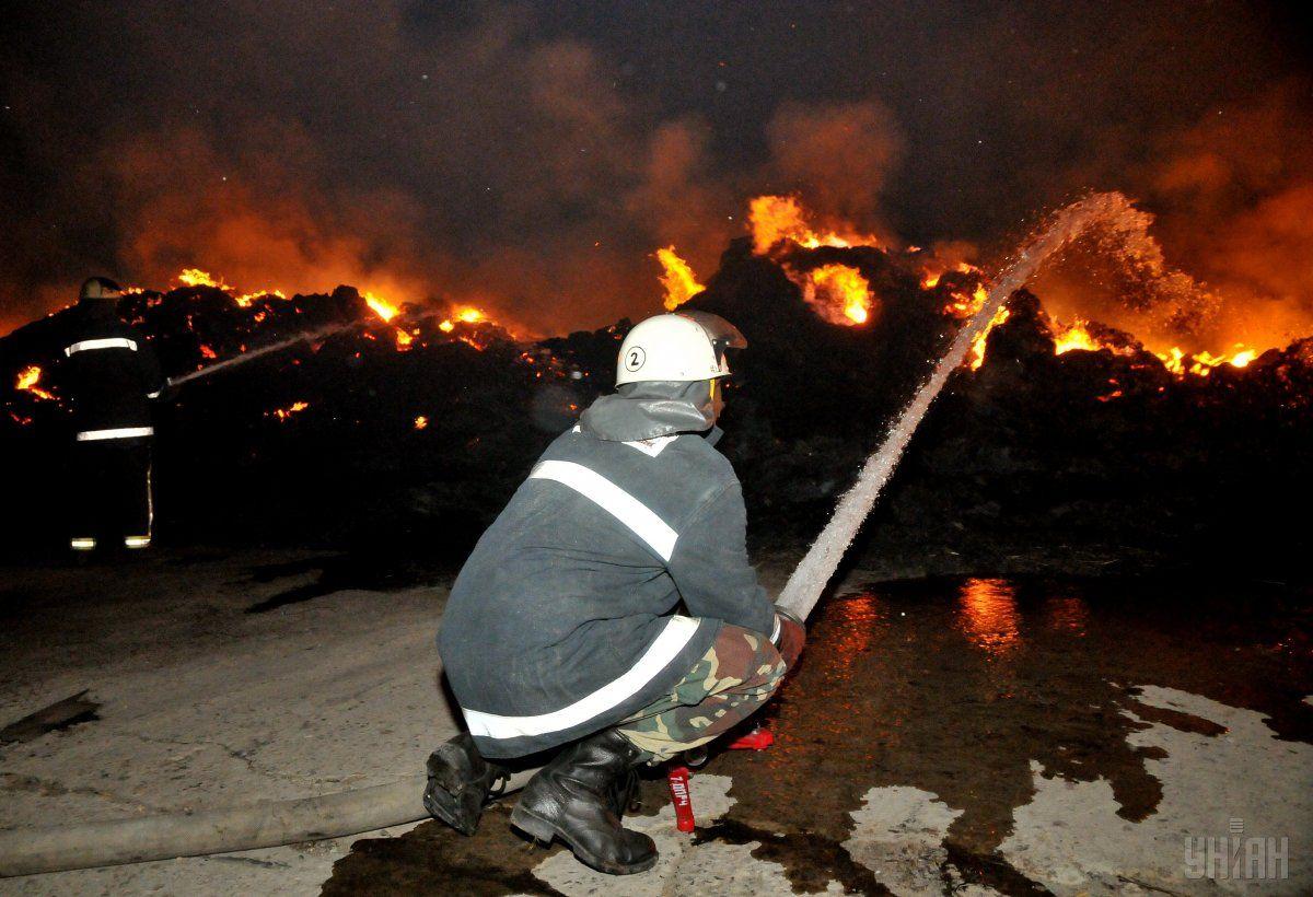 В Харькове спасатели локализовали пожар в пятиэтажном здании в центре города / фото УНИАН