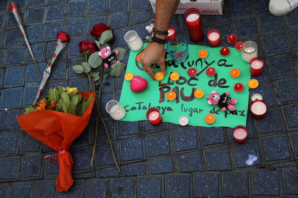 Акция в память о жертвах теракта в Испании / REUTERS