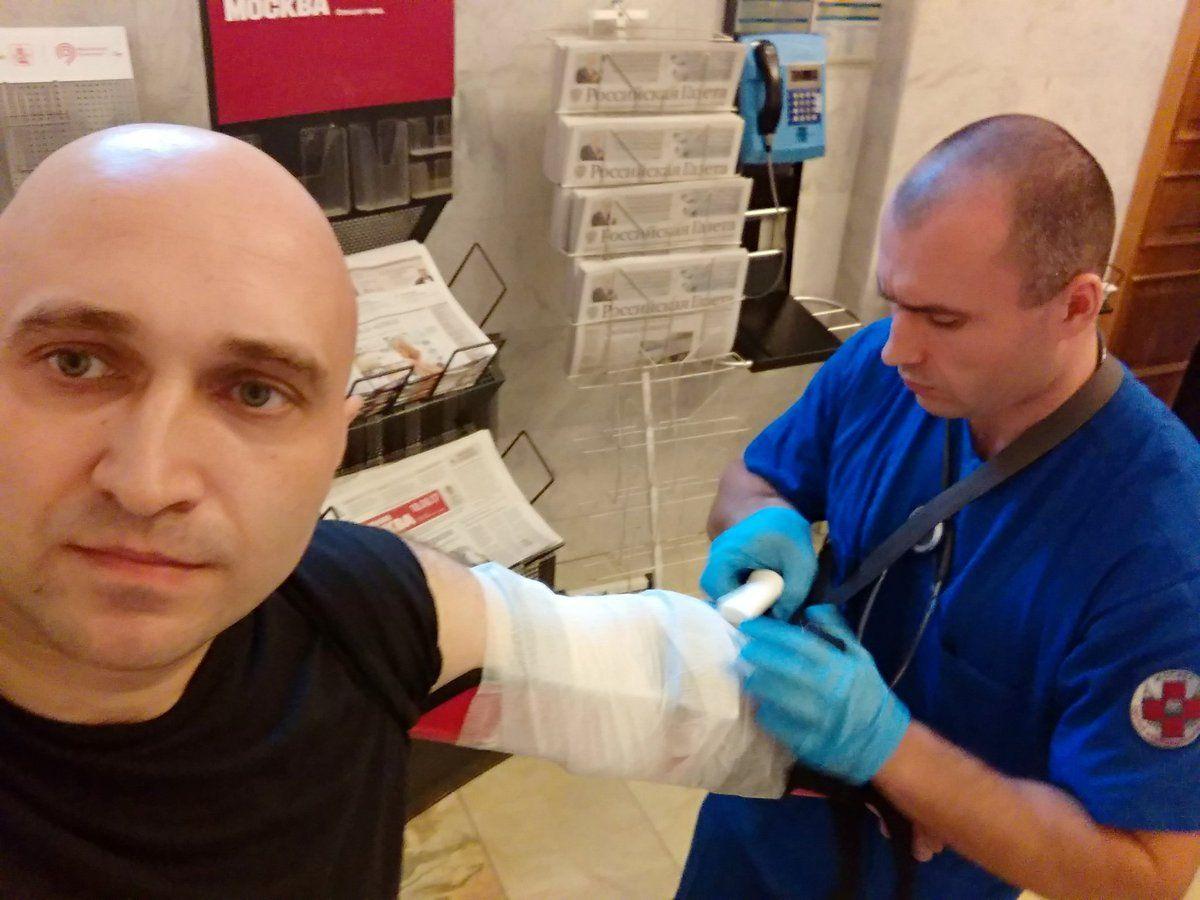 Активисту ФАР сломали руку запарковку автомобиля настоянке мэрии столицы