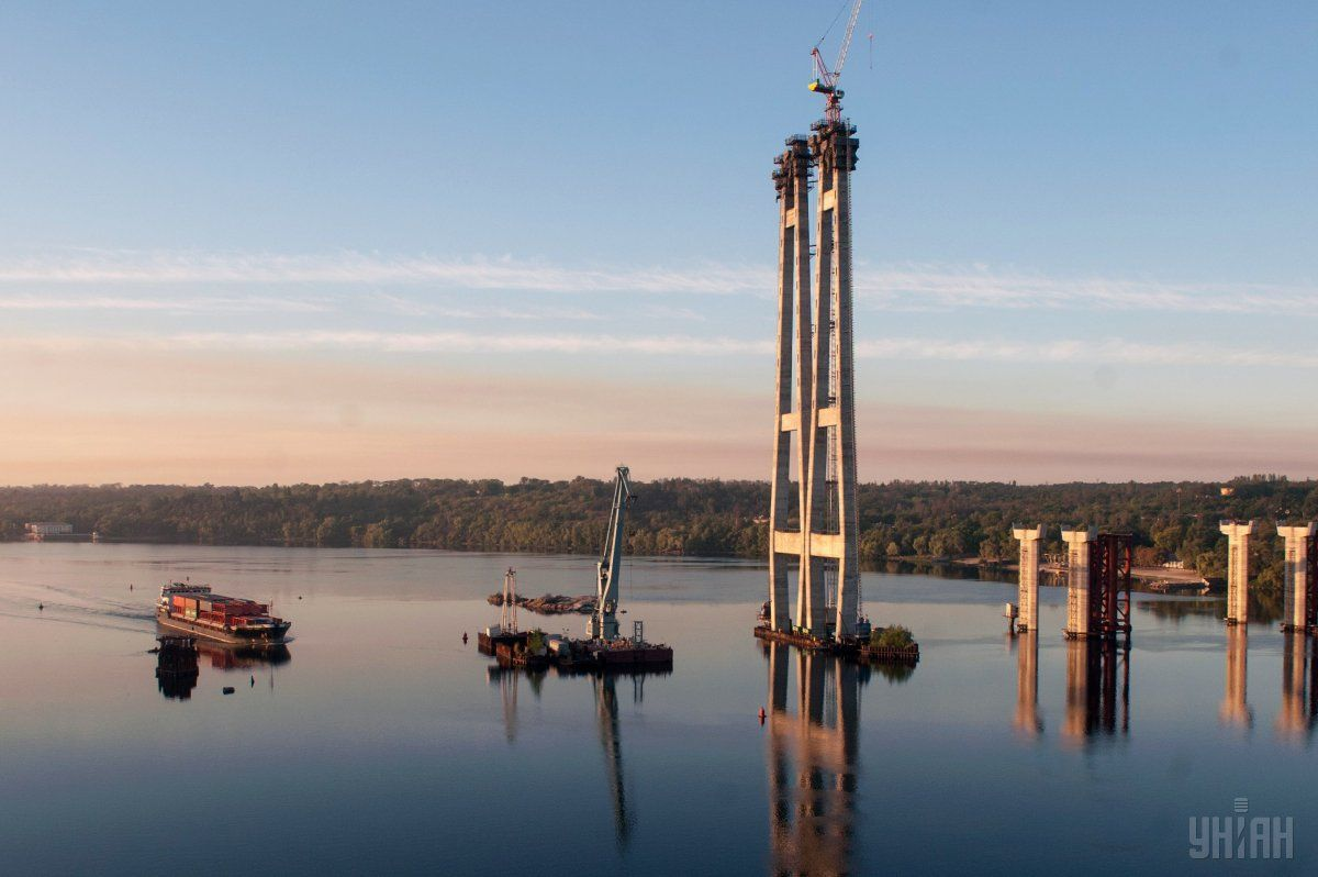 Среди приоритетов на этот год - достройка моста в Запорожье / фото УНИАН