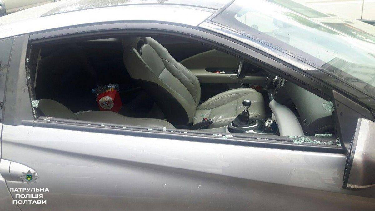 Машина, в которой оставили ребенка / фото facebook.com/poltavapolice/