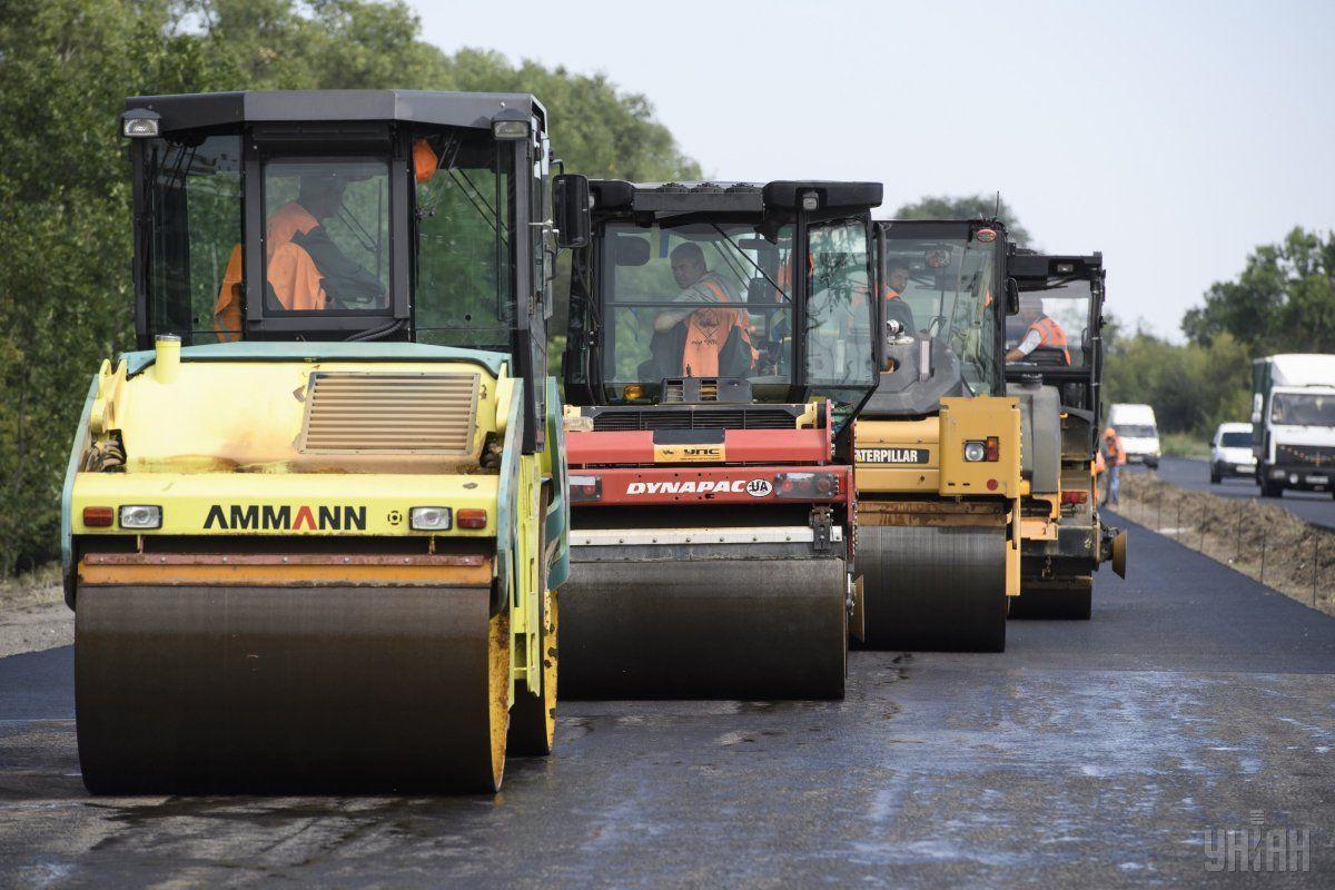 """""""Укравтодор"""" ремонтує дороги виключно на підконтрольній Україні території / фото УНІАН"""