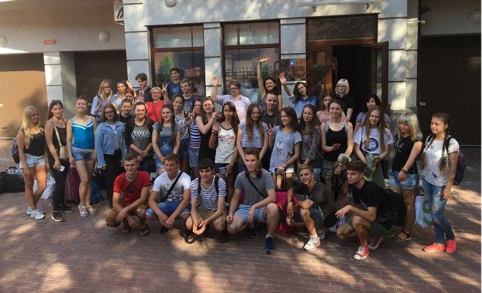 Близько 70 учнів українських шкіл відправилися в Москву і Санкт-Петербург / Російський центр науки і культури
