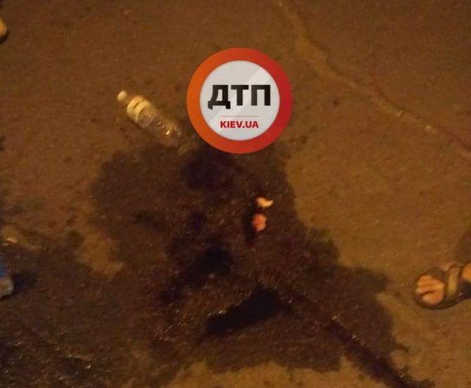 другий учасник конфлікту схопив стрільця, виволік на вулицю і почав бити / фото facebook.com/dtp.kiev.ua