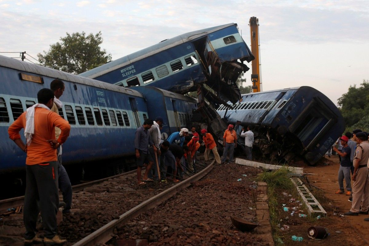 Авария поезда в Индии / REUTERS