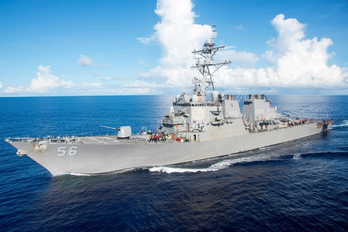 USS John S Маккейна / REUTERS