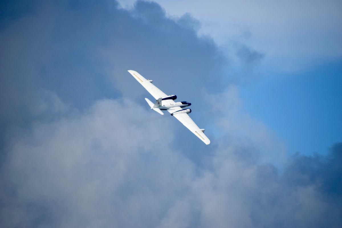 Літаки піднімуться у повітря з космічного центру NASA в Х'юстоні / фото Jim Elkins / NASA