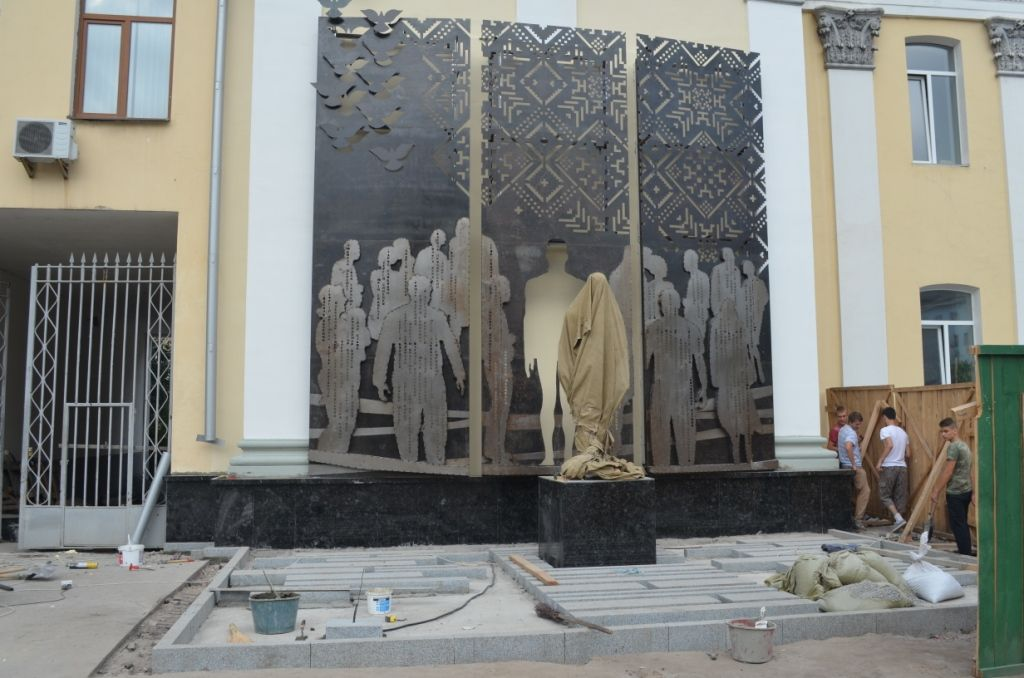 Висота скульптури – понад 3 метри / zt-rada.gov.ua