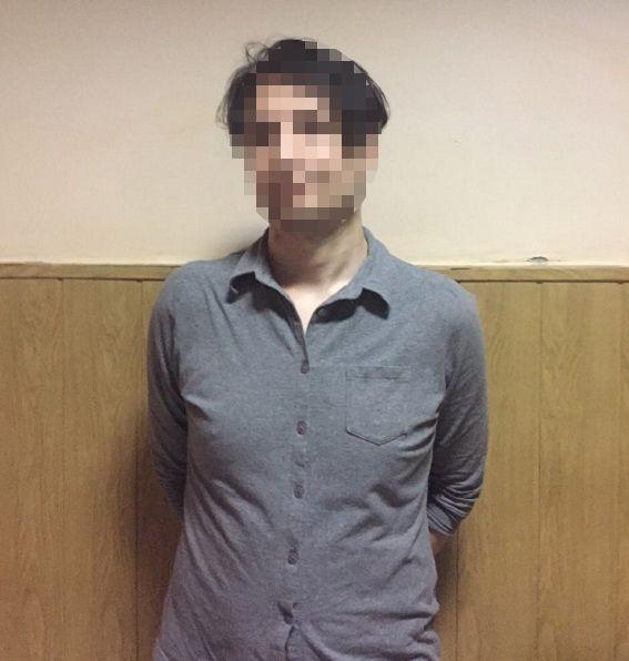 У мужчины изъяли нож инаркотики / \Полиция Киева