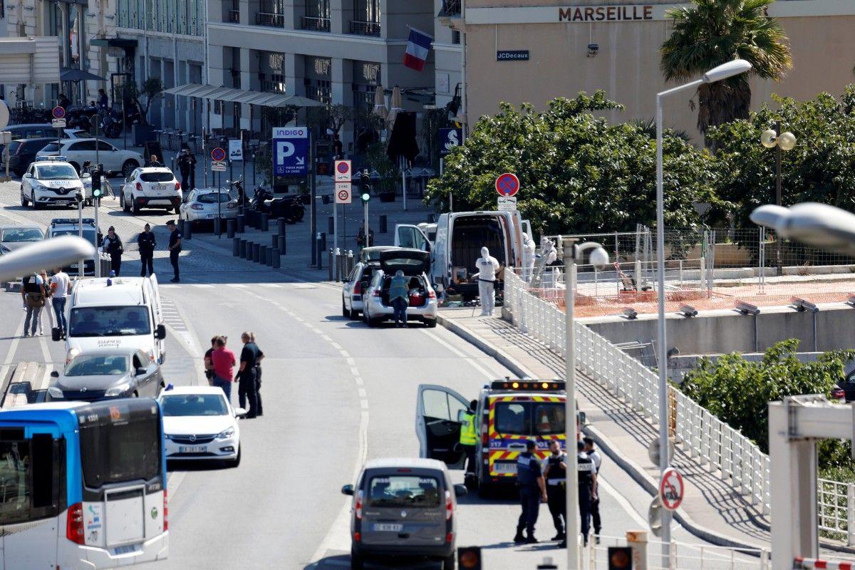 У Марселі машина врізалась у дві автобусні зупинки / REUTERS