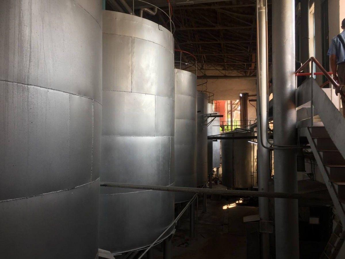 ДФС обшукує 27 спиртзаводів в 11 областях: вилучили тисячу тонн необлікованого спирту