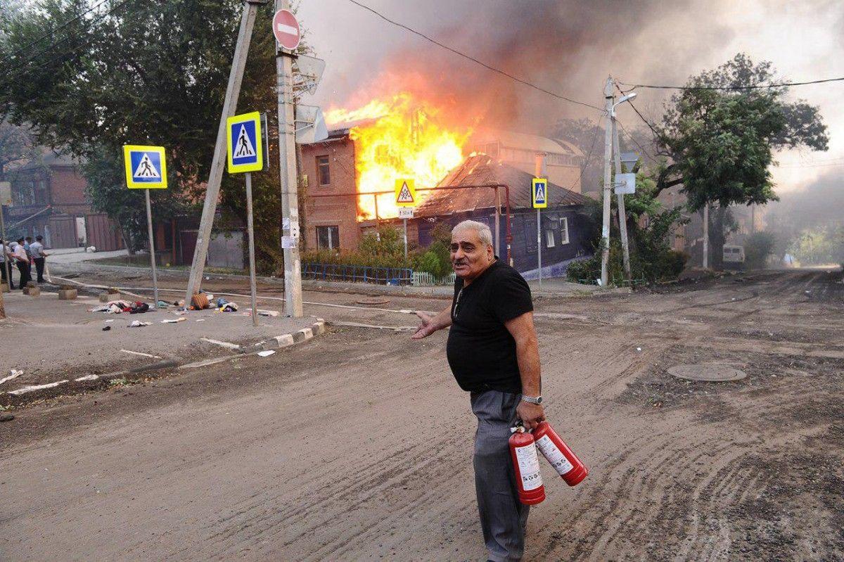Пожар охватил 25 домов / varlamov.ru