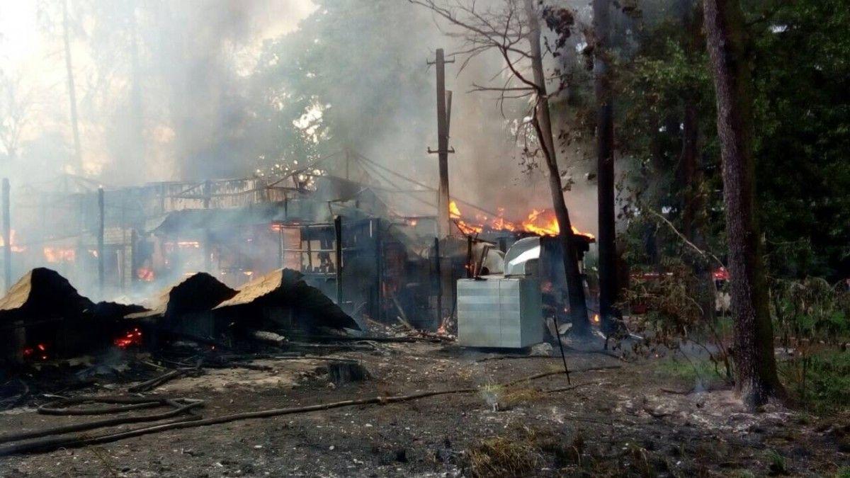 Пожар вКиеве: ресторан напроспекте Победы гасят 85 спасателей