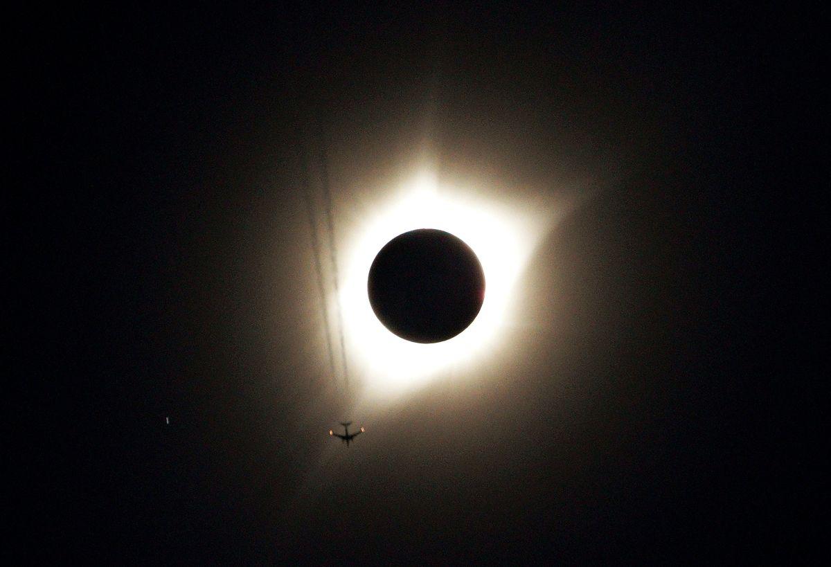 Сонячне затемнення / REUTERS