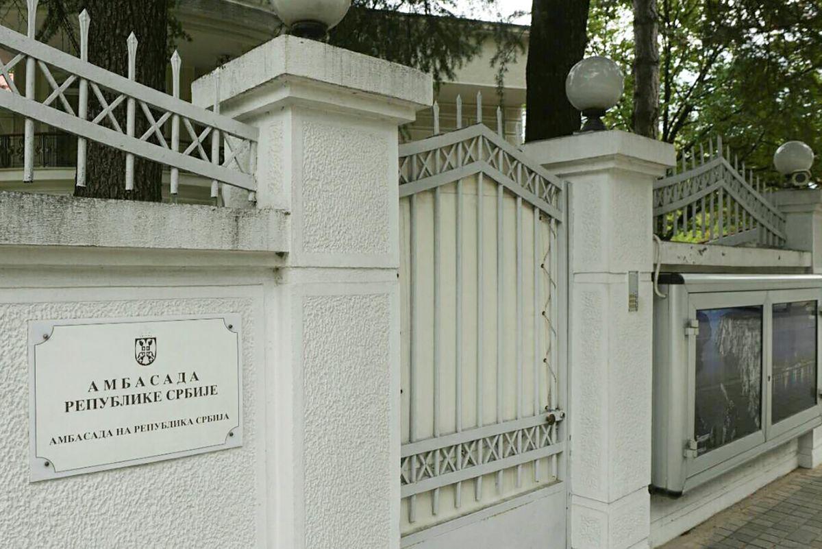 Посольство Сербії в Скоп'є / REUTERS