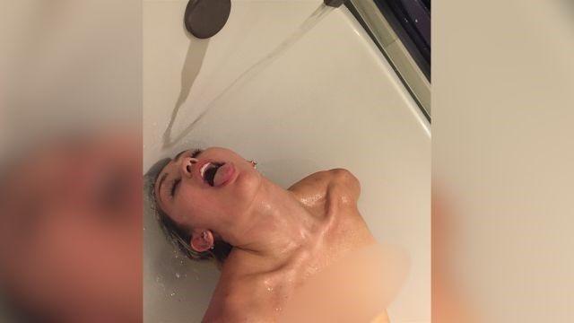 Фото красивой голой девушки со шрамом после аппендикса