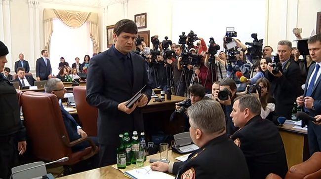 Дмитро Бут під час арешту керівництва ДСНС у Кабміні 25 березня 2015 року