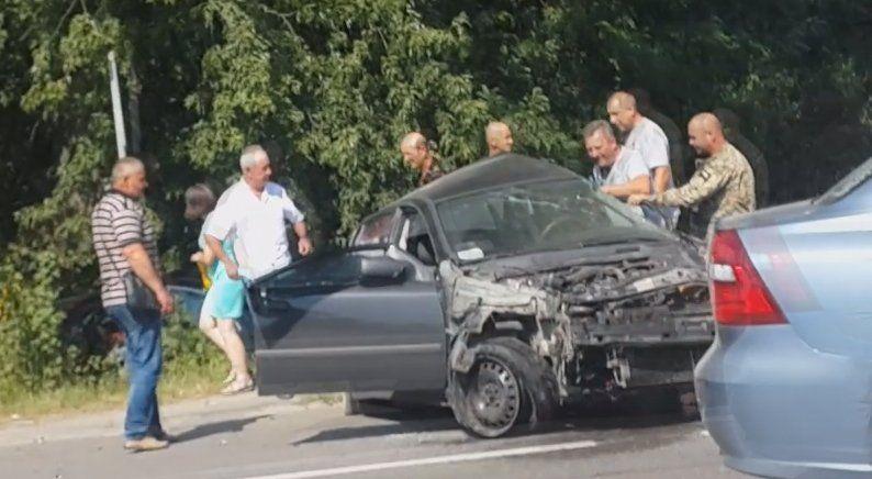 В августе 2017 года Mercedes Дыминского врезался в Opel 31-летней Натальи Тріли / Скриншот