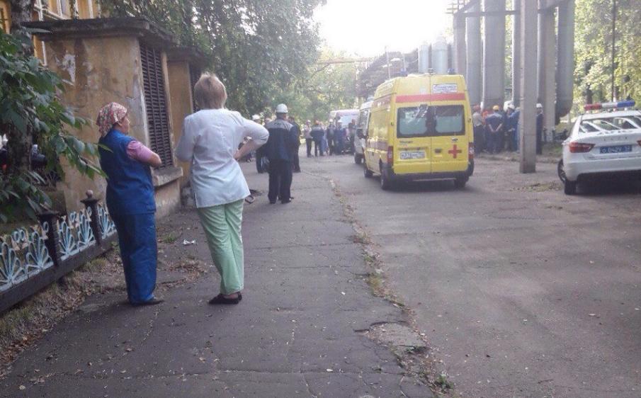 На автомобильном заводе ГАЗ рабочий убил троих служащих иранил двоих [дополняется]