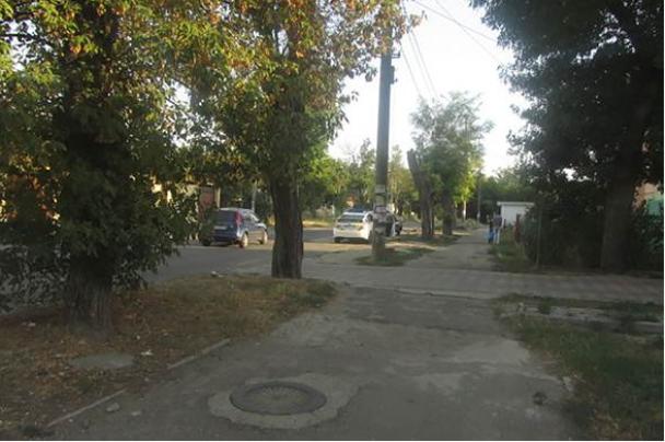 Мужчины вышли из маршрутки и продолжили драку на улице / ГУ Нацполиции в Николаевской области